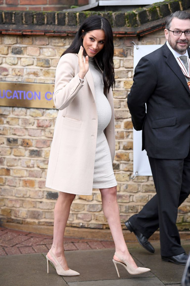 meghan-duchess-of-sussex-departs-after-visiting-mayhew-news-photo-1083228838-1547656353-15477108822521345620330-1547808118587509991393