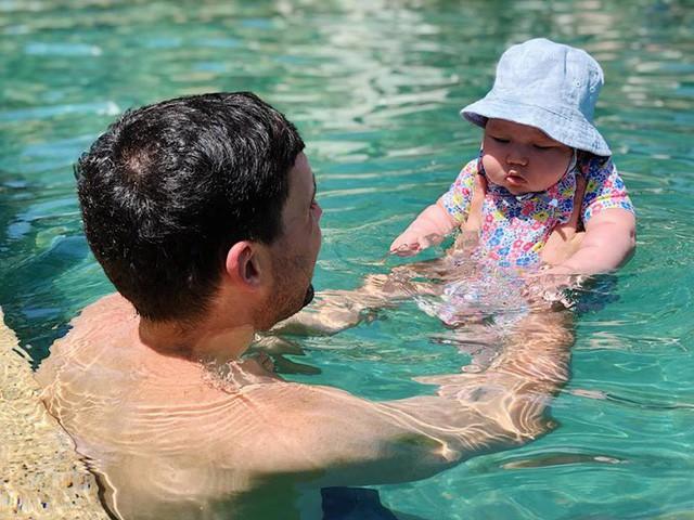 Siêu mẫu Hà Anh bật mí kinh nghiệm nuôi con và chăm sóc làn da nhạy cảm cho bé - Ảnh 2.