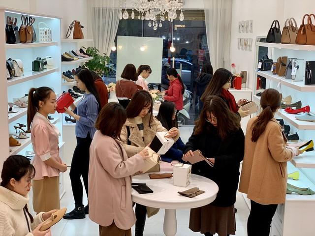 Sau Zara, H&M thêm một tập đoàn thời trang quốc tế bùng nổ tại Việt Nam - Ảnh 4.