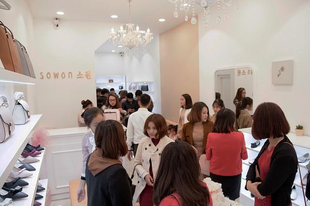 Sau Zara, H&M thêm một tập đoàn thời trang quốc tế bùng nổ tại Việt Nam - Ảnh 6.