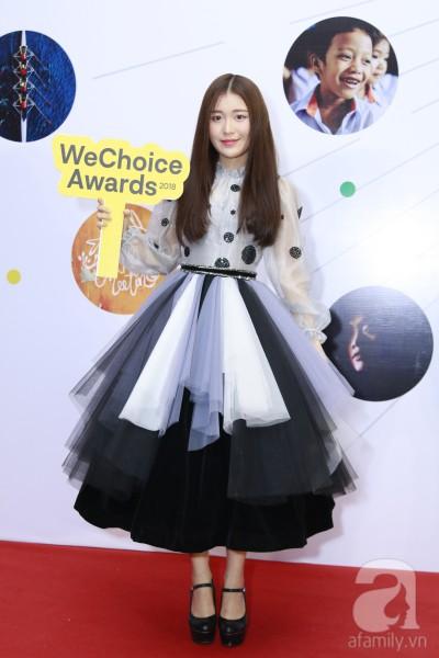 HHen Niê xinh đẹp, Hoàng Thùy chiếm spotlight của hàng loạt mỹ nhân khi diện áo lông bất chấp thời tiết trên thảm đỏ Wechoice - Ảnh 15.