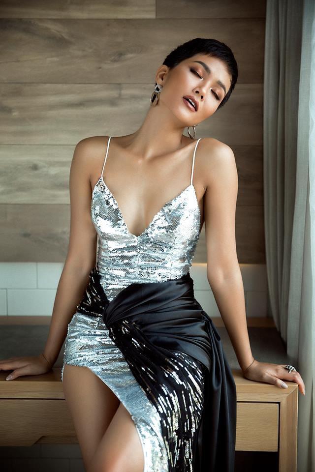 Diện lại đầm khoe ngực đầy, chân thon từ Miss Universe, H'Hen Niê quá cao tay khi thay đổi điều này - Ảnh 4.