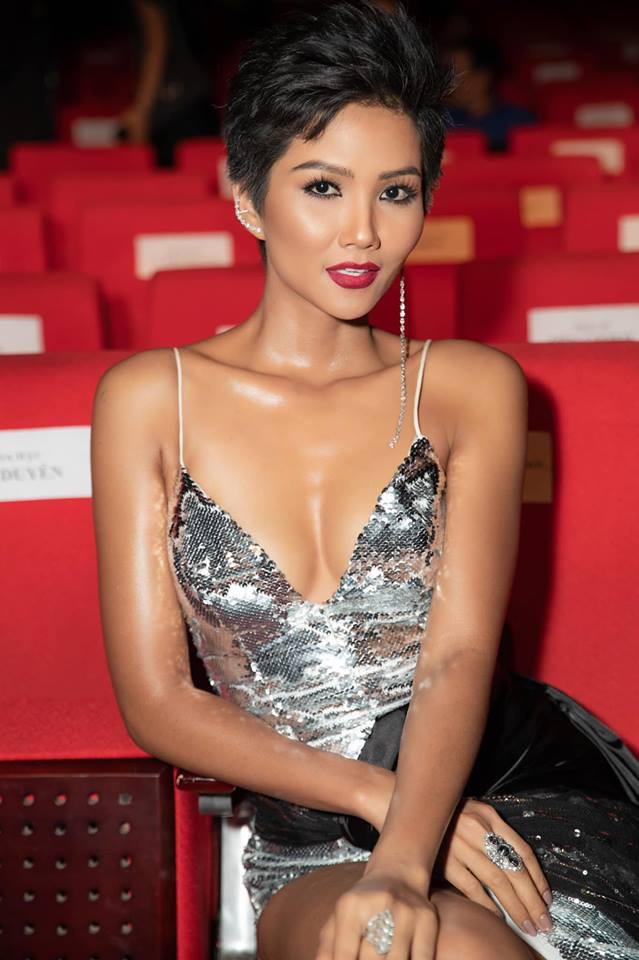 Diện lại đầm khoe ngực đầy, chân thon từ Miss Universe, H'Hen Niê quá cao tay khi thay đổi điều này - Ảnh 7.