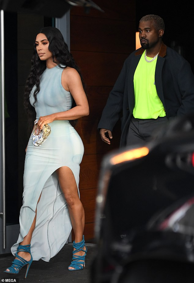 8161760-6560539-on_friday_the_couple_were_seen_checking_out_the_multi_million_do-m-6_1546705681035