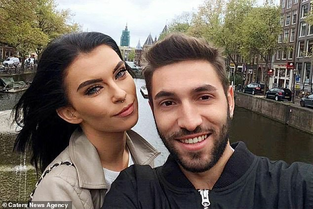 Yêu từ cái nhìn đầu tiên, cô gái Anh và bạn trai Ý hạnh phúc bên nhau 2 năm nhờ Google Dịch - Ảnh 3.