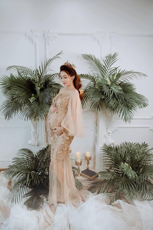 Bầu lần 2 vẫn được khen là đẹp như nữ thần và đây chính là bí quyết của mẹ trẻ Hà Nội - Ảnh 1.