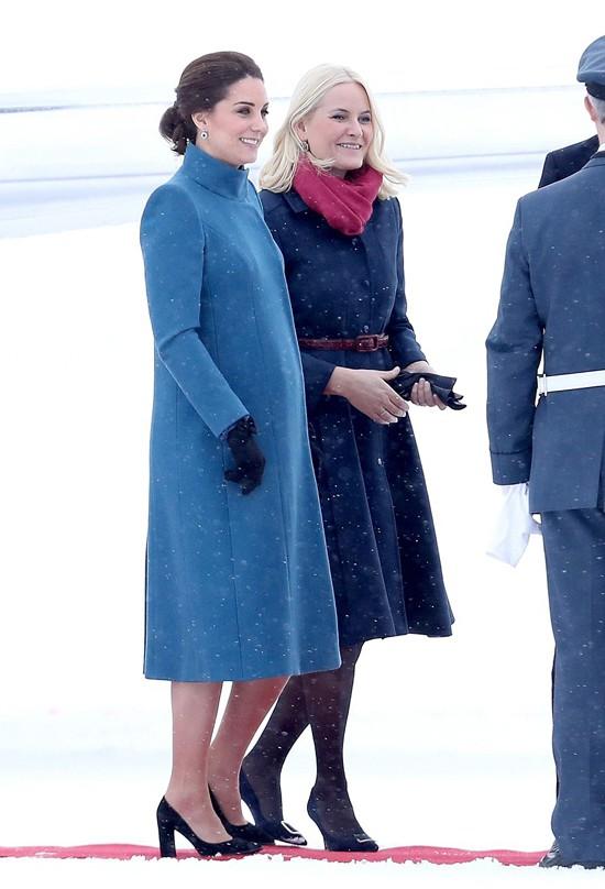 Công nương Kate tái xuất sau Giáng sinh, tiếp tục dính nghi án mang thai lần 4 vì dấu hiệu này - Ảnh 2.