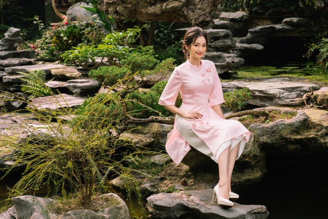 Hoa Hậu Trúc Diễm yêu kiều trong Bộ sưu tập áo dài của NEVA - Ảnh 1.