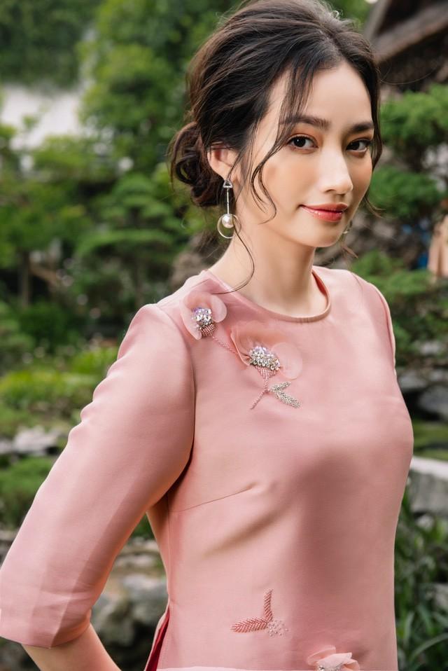 Hoa Hậu Trúc Diễm yêu kiều trong Bộ sưu tập áo dài của NEVA - Ảnh 4.