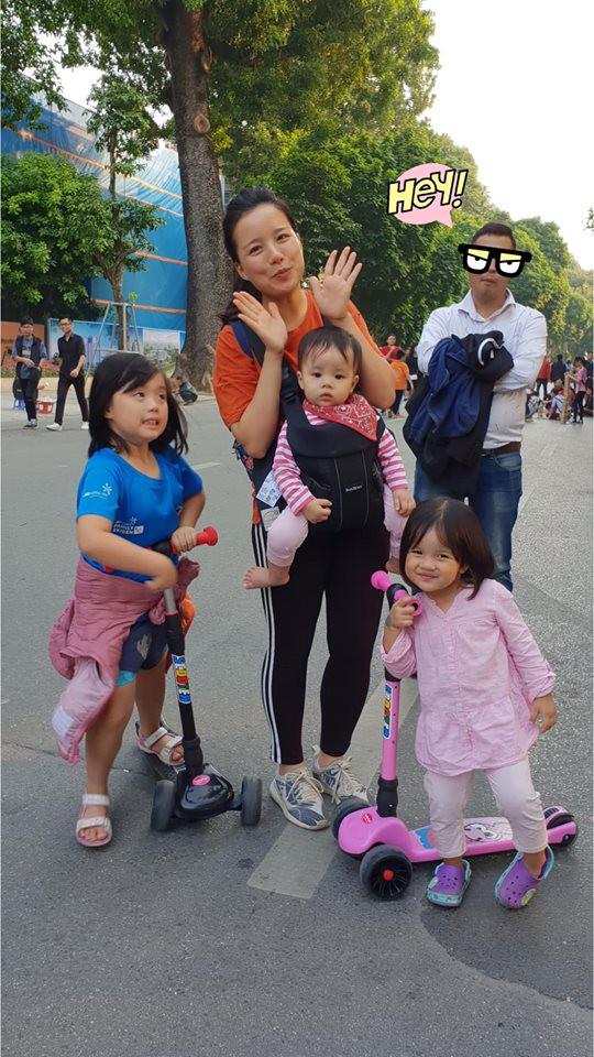 Được hỏi nhà đông con vui hay buồn, MC Minh Trang đăng tấm ảnh cực hài hước của con gái và trả lời: Buồn! - Ảnh 1.
