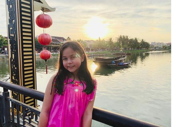 Hai thiên thần nhí Thái Lan từng khuynh đảo khắp châu Á gây sốt với vẻ ngoài hiện tại, khoe ảnh du lịch Việt Nam - Ảnh 11.