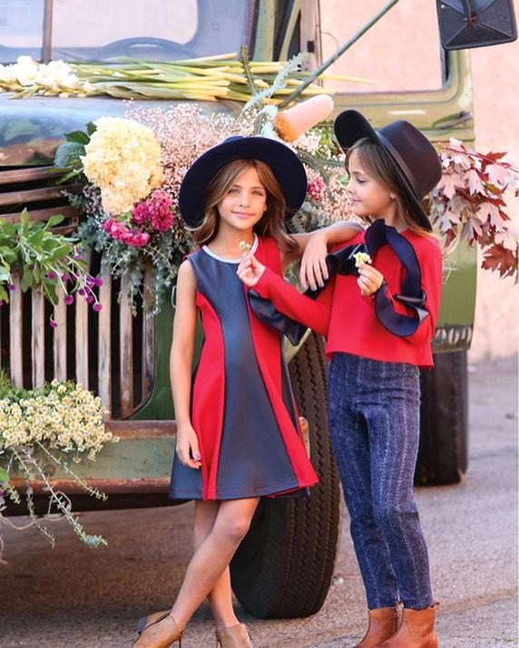 2 cô bé được gọi là cặp song sinh đẹp nhất thế giới nay đã lớn phổng phao, có một điều mãi không thay đổi - Ảnh 9.