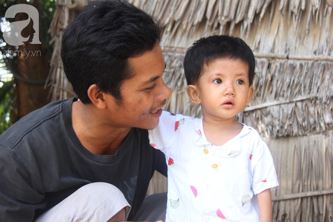 Lời khẩn cầu của người mẹ ôm con gái 2 tuổi bị hở van tim, chỉ nặng 6 ký mà không đủ tiền phẫu thuật - Ảnh 8.