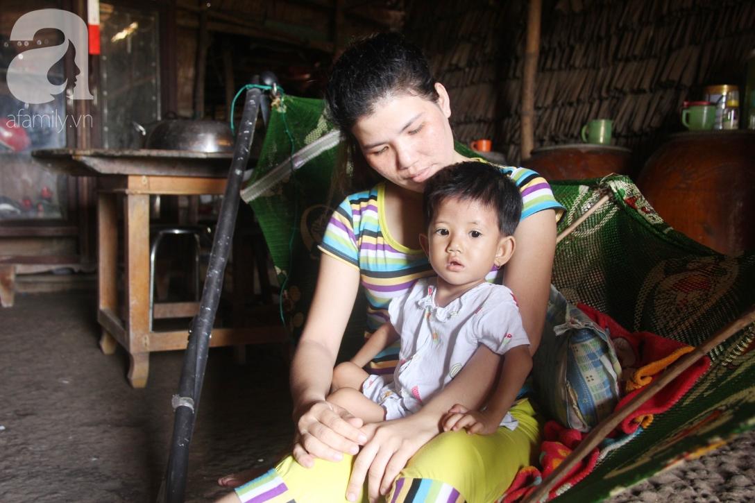 Lời khẩn cầu của người mẹ ôm con gái 2 tuổi bị hở van tim, chỉ nặng 6 ký mà không đủ tiền phẫu thuật - Ảnh 3.