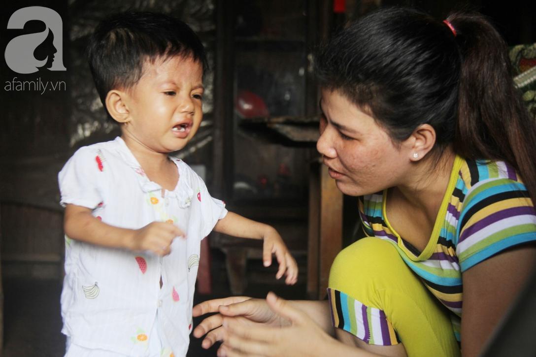 Lời khẩn cầu của người mẹ ôm con gái 2 tuổi bị hở van tim, chỉ nặng 6 ký mà không đủ tiền phẫu thuật - Ảnh 1.
