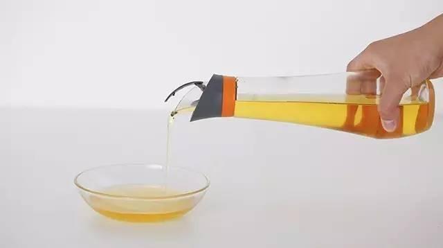 Chai đựng dầu nấu ăn với chức năng tuyệt vời khiến hàng ngàn phụ nữ trẻ làm bếp bị đốn tim - Ảnh 5.