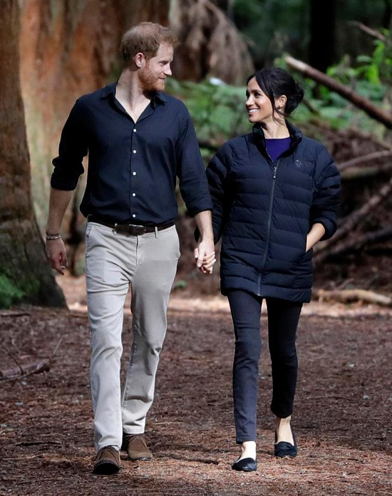 Vợ chồng Harry bất ngờ bị rò rỉ nơi ở hiện tại, Meghan được trả hàng triệu đô để đóng đoạn phim dài 2 phút - Ảnh 2.