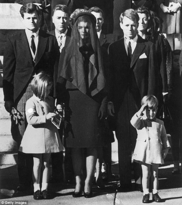 Đệ nhất phu nhân Jackie Kennedy: Mạnh mẽ vượt qua nỗi đau mất con, chồng chết ngay trước mắt và biểu tượng thời trang sống mãi với thời gian - Ảnh 15.