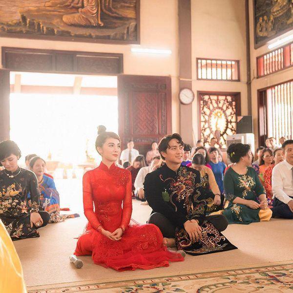 Choáng trước ngày ăn hỏi của Rich kid Hà Nội: Cô dâu vàng đeo đầy người, hoa tươi tràn ngập, đáng chú ý nhất là lời tiết lộ về xuất xứ của hoa trong buổi lễ - Ảnh 9.