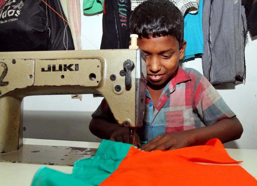 Góc khuất của ngành công nghiệp thời trang nhanh: Đẹp-tiện-rẻ nhưng là cú lừa khủng khiếp cho môi trường - Ảnh 5.