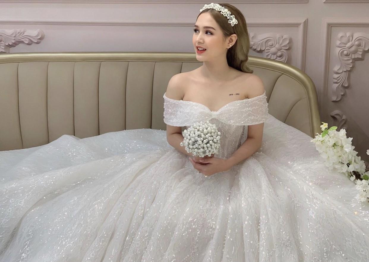 Lộ ảnh cưới của streamer giàu nhất Việt Nam Xemesis và cô dâu kém 13 tuổi sau màn khoe nhẫn đính hôn khiến dân tình dậy sóng - Ảnh 5.