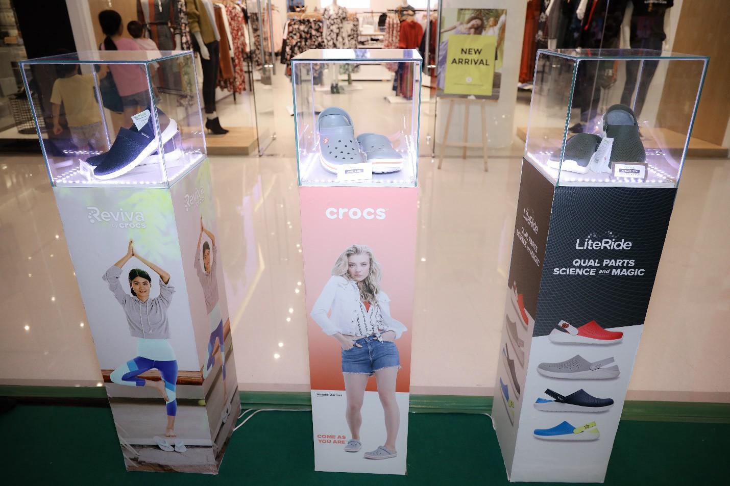 Nhung Gumiho và Ốc Thanh Vân tham gia sự kiện Crocs ra mắt 3 dòng sản phẩm mới, lý giải vì sao ai cũng nên sở hữu ít nhất 1 đôi đến từ thương hiệu này - Ảnh 1.