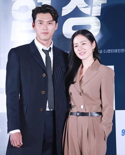 """Lộ tạo hình quân nhân siêu đẹp trai của Hyun Bin trong phim mới đóng cùng với Son Ye Jin: """"Soái"""" thế này ai làm lại anh! - Ảnh 1."""