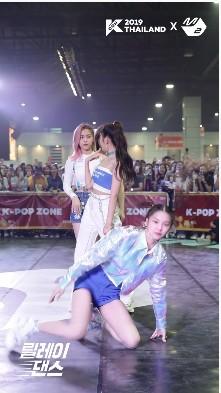 """Thành viên nhóm nữ Kpop bị netizen Hàn chửi sấp mặt vì lười nhảy, Jennie (BLACKPINK) ngồi không cũng """"dính đạn"""" - Ảnh 7."""