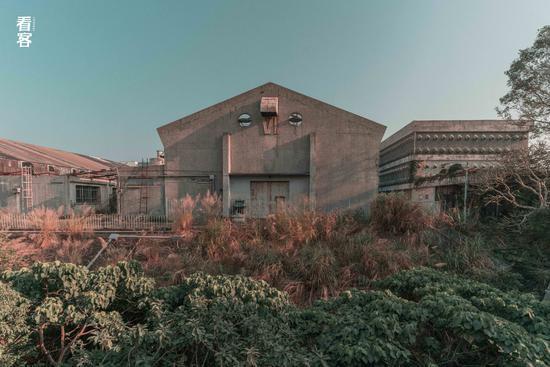 Phim trường cũ TVB bị bỏ hoang: Ngoài ký ức thời hoàng kim còn sót lại là lời đồn về câu chuyện kinh dị cùng cảnh hoang tàn ghê rợn - Ảnh 3.