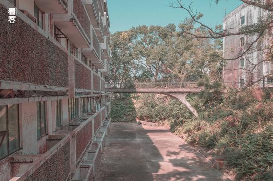 Phim trường cũ TVB bị bỏ hoang: Ngoài ký ức thời hoàng kim còn sót lại là lời đồn về câu chuyện kinh dị cùng cảnh hoang tàn ghê rợn - Ảnh 6.