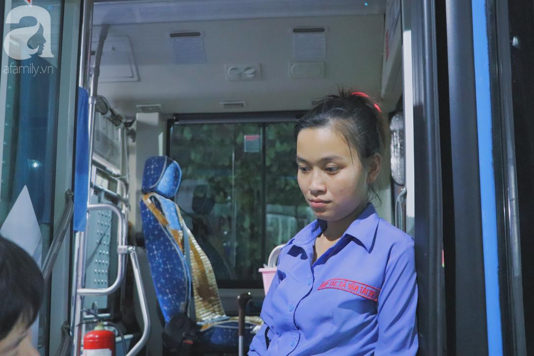 Gia đình nhỏ trên xe buýt số 19: Xe là nhà, sàn là giường và hạnh phúc mộc mạc của những mảnh ghép tìm thấy nhau sau bao nỗi buồn cuộc đời - Ảnh 3.
