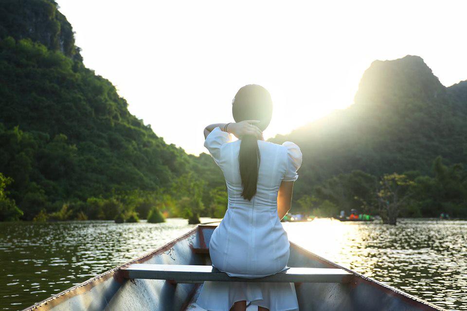 Vợ Á hậu xinh đẹp của Shark Hưng gây choáng với mái tóc dài hơn 1 mét thuở xa xưa, bất ngờ hơn nữa là lý do cô nuôi tóc 7