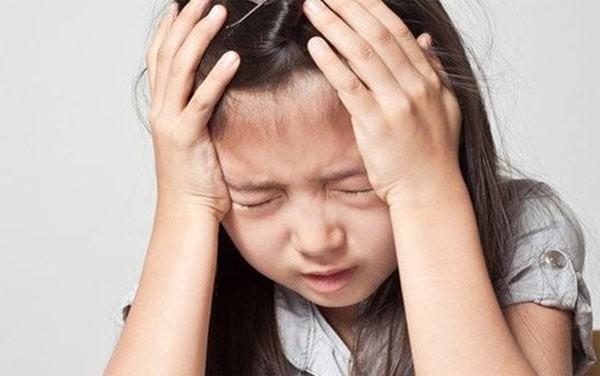 """""""Mẹ ơi con có kinh nguyệt rồi và con xấu hổ khi thay băng vệ sinh ở trường"""". Khi con gái gặp trường hợp như vậy, mẹ nên nói với con như thế nào? - Ảnh 3."""