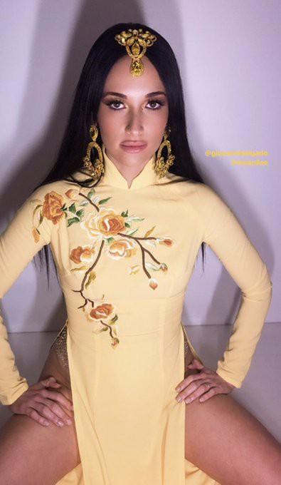 Nữ ca sĩ nhạc đồng quê Kacey Musgraves gây bức xúc khi mặc áo dài Việt Nam nhưng quên mặc quần lúc biểu diễn - Ảnh 7.