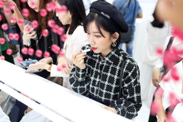 Lộ diện nhà tài trợ kim cương Liên hoan phim Quốc tế Busan 2019 - Ảnh 8.