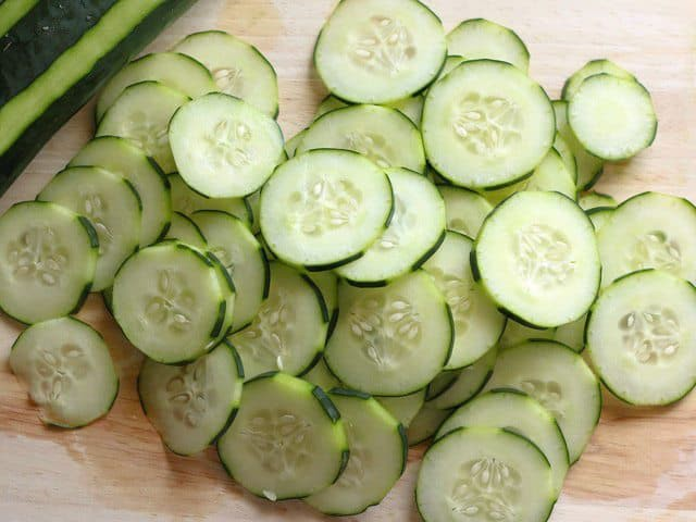 Chỉ mất 10 phút bạn có thể làm được món salad dưa chuột giòn ngon xuất sắc - Ảnh 2.