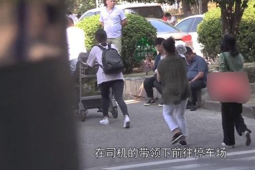 """Cao Viên Viên đưa con gái tới phim trường thăm ông xã """"Dạ Hoa"""" Triệu Hựu Đình - Ảnh 7."""