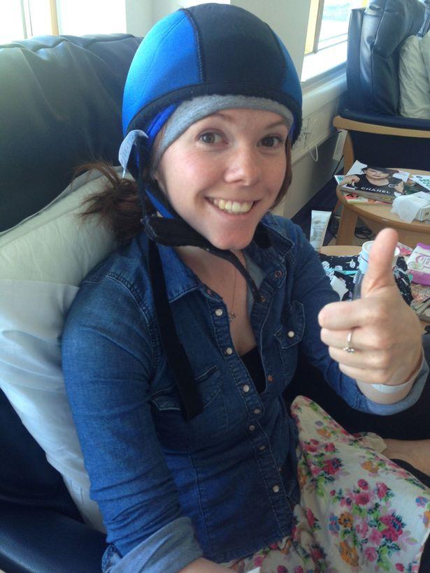 """""""Chẩn đoán ung thư của tôi đã giúp cứu mạng mẹ và chị gái tôi"""": Câu chuyện bất ngờ của cô gái 25 tuổi bị ung thư vú - Ảnh 1."""