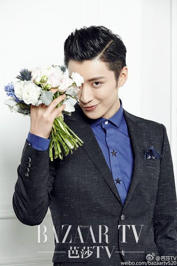 Hành động ý nghĩa của fan Trung trong ngày showbiz châu Á ngập tràn tang thương: Tiệc sinh nhật tuổi 32 màu hồng dành riêng cho tài tử quá cố Kiều Nhậm Lương - Ảnh 1.