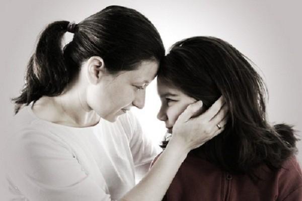 Nửa đêm dậy đi vệ sinh, mẹ hết hồn nghe tiếng động nhạy cảm trong phòng con gái 12 tuổi và cách xử lý tinh tế - Ảnh 2.