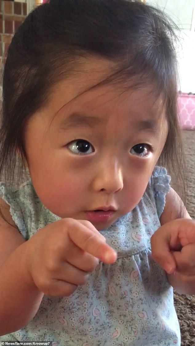 """""""Tan chảy"""" bởi lời tỏ tình quá đỗi ngọt ngào của cô bé 4 tuổi với mẹ nuôi của mình: """"Lần đầu tiên nhìn thấy mẹ, con đã yêu mẹ rồi""""  - Ảnh 2."""