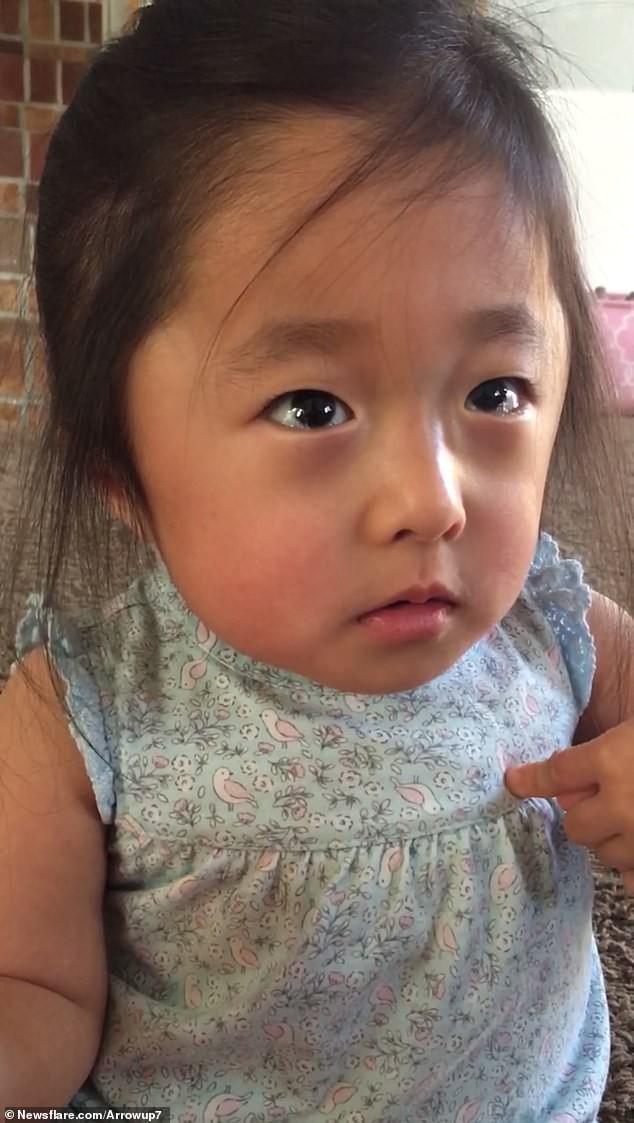 """""""Tan chảy"""" bởi lời tỏ tình quá đỗi ngọt ngào của cô bé 4 tuổi với mẹ nuôi của mình: """"Lần đầu tiên nhìn thấy mẹ, con đã yêu mẹ rồi""""  - Ảnh 3."""
