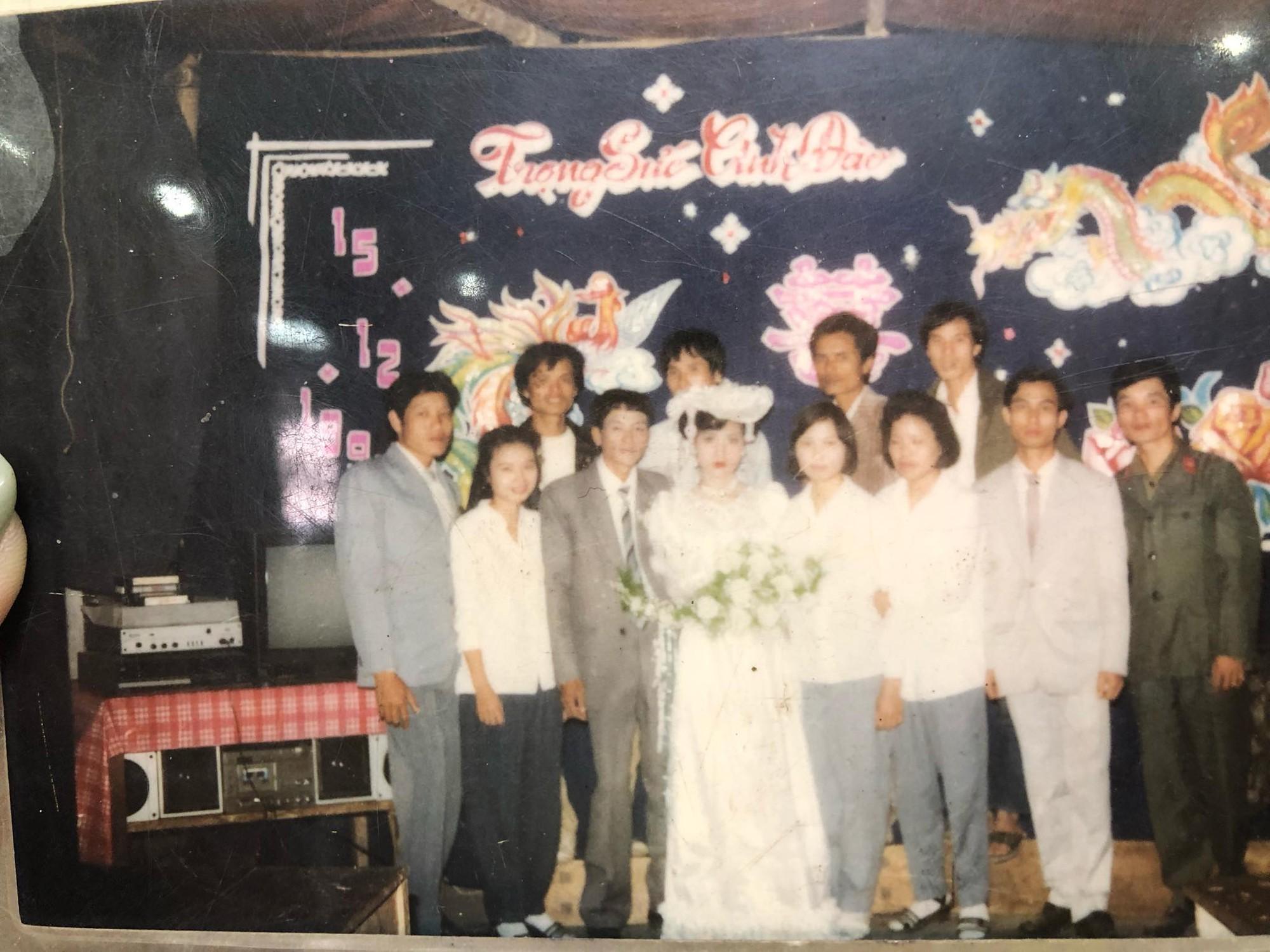 Chuyện tình bất ngờ của cô 'Hoa khôi' Hải Dương đẹp nức tiếng và tấm ảnh cưới 29 năm trước cũng chứa đựng cả câu chuyện dài 2