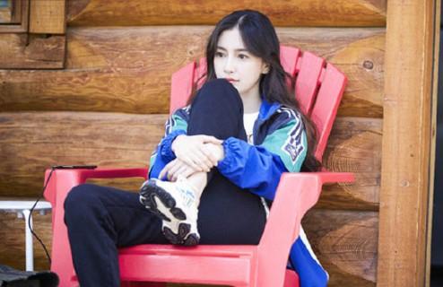 Angelababy - Dương Mịch cùng diện đồ đôi, chứng minh tình chị em thân thiết giữa Cbiz thị phi - Ảnh 1.