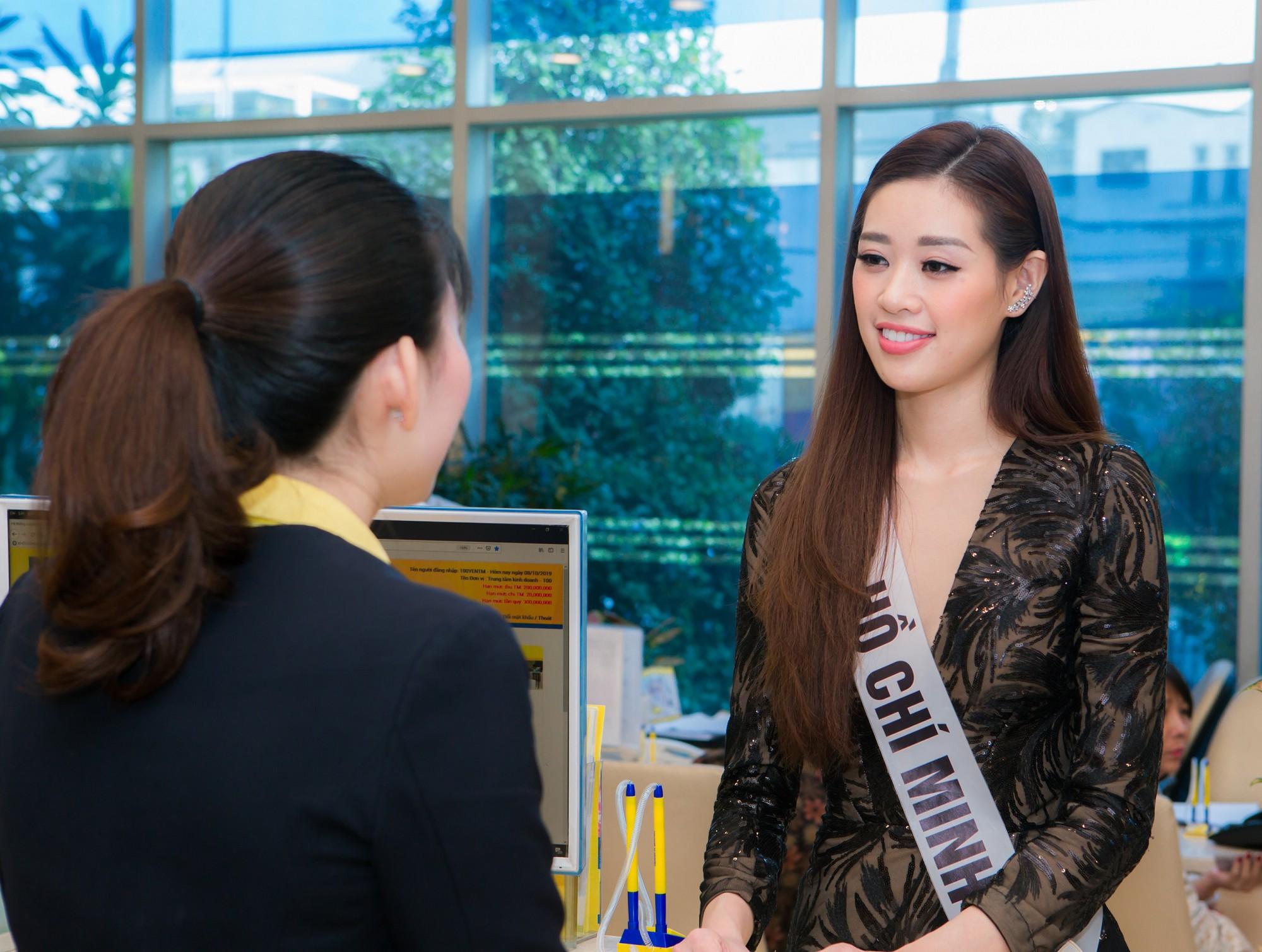Top 60 Hoa hậu Hoàn Vũ Việt Nam 2019 trải nghiệm sản phẩm dịch vụ tài chính hiện đại tại Nam A Bank - Ảnh 3.