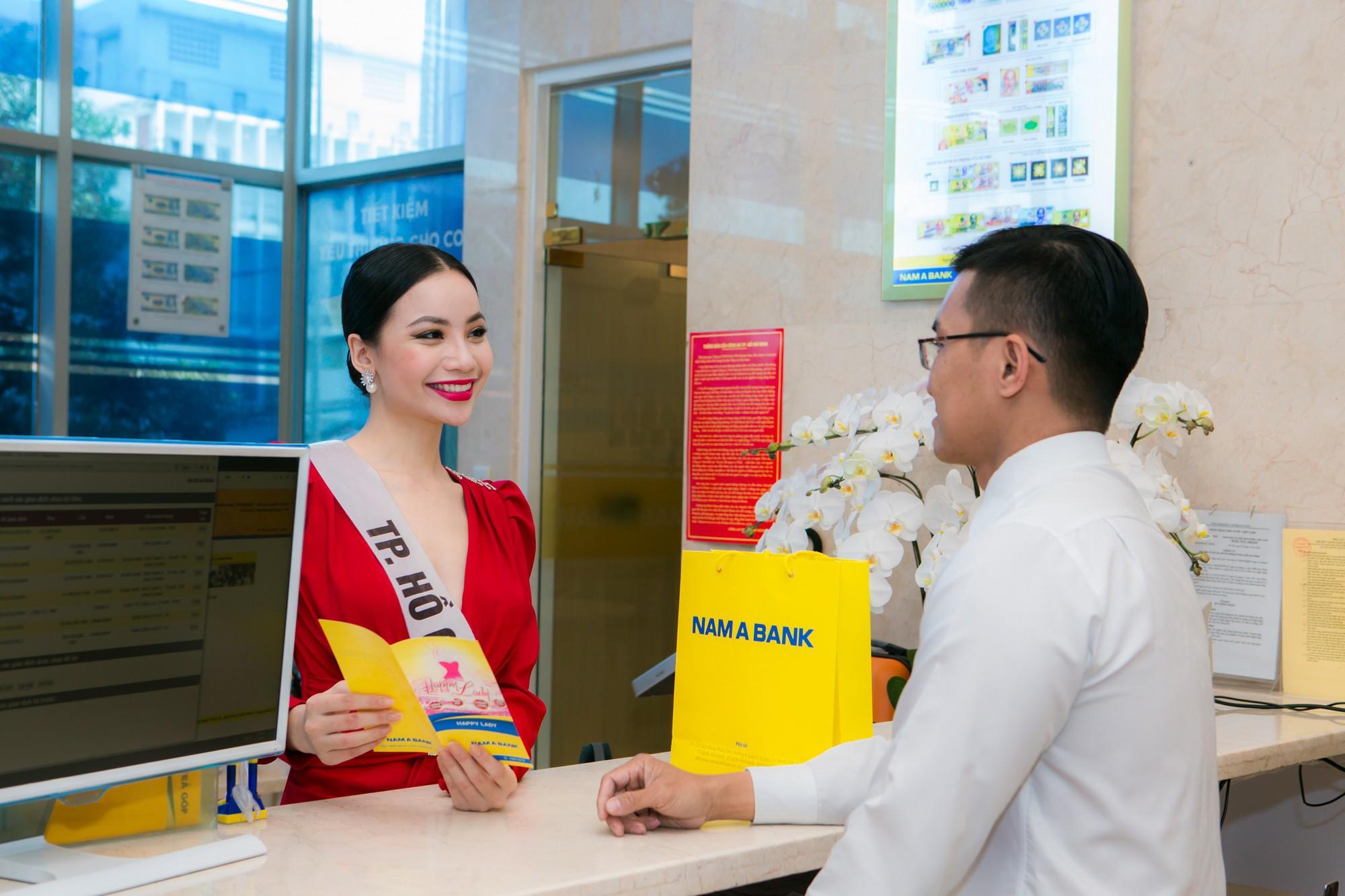 Top 60 Hoa hậu Hoàn Vũ Việt Nam 2019 trải nghiệm sản phẩm dịch vụ tài chính hiện đại tại Nam A Bank - Ảnh 4.