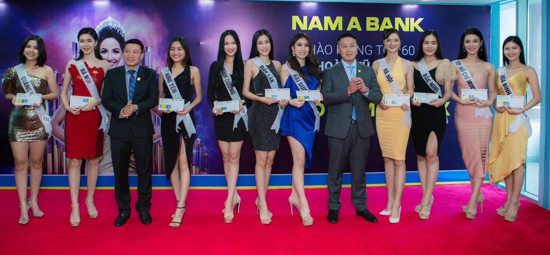 Top 60 Hoa hậu Hoàn Vũ Việt Nam 2019 trải nghiệm sản phẩm dịch vụ tài chính hiện đại tại Nam A Bank - Ảnh 5.