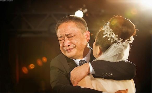 Ngày con gái lấy chồng, bố gửi bức thư dặn dò khiến nhiều người rơi nước mắt - Ảnh 3.