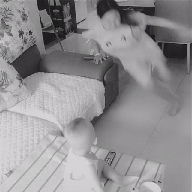 Lắp camera theo dõi vì nghĩ vợ lạnh nhạt với mình, chồng liền chứng kiến được cảnh tượng không thể đau lòng hơn - Ảnh 3.