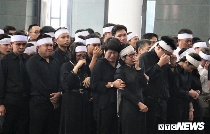 Hàng nghìn người không cầm được nước mắt trong tang lễ Thứ trưởng Lê Hải An. (Ảnh: Phạm Chiểu)